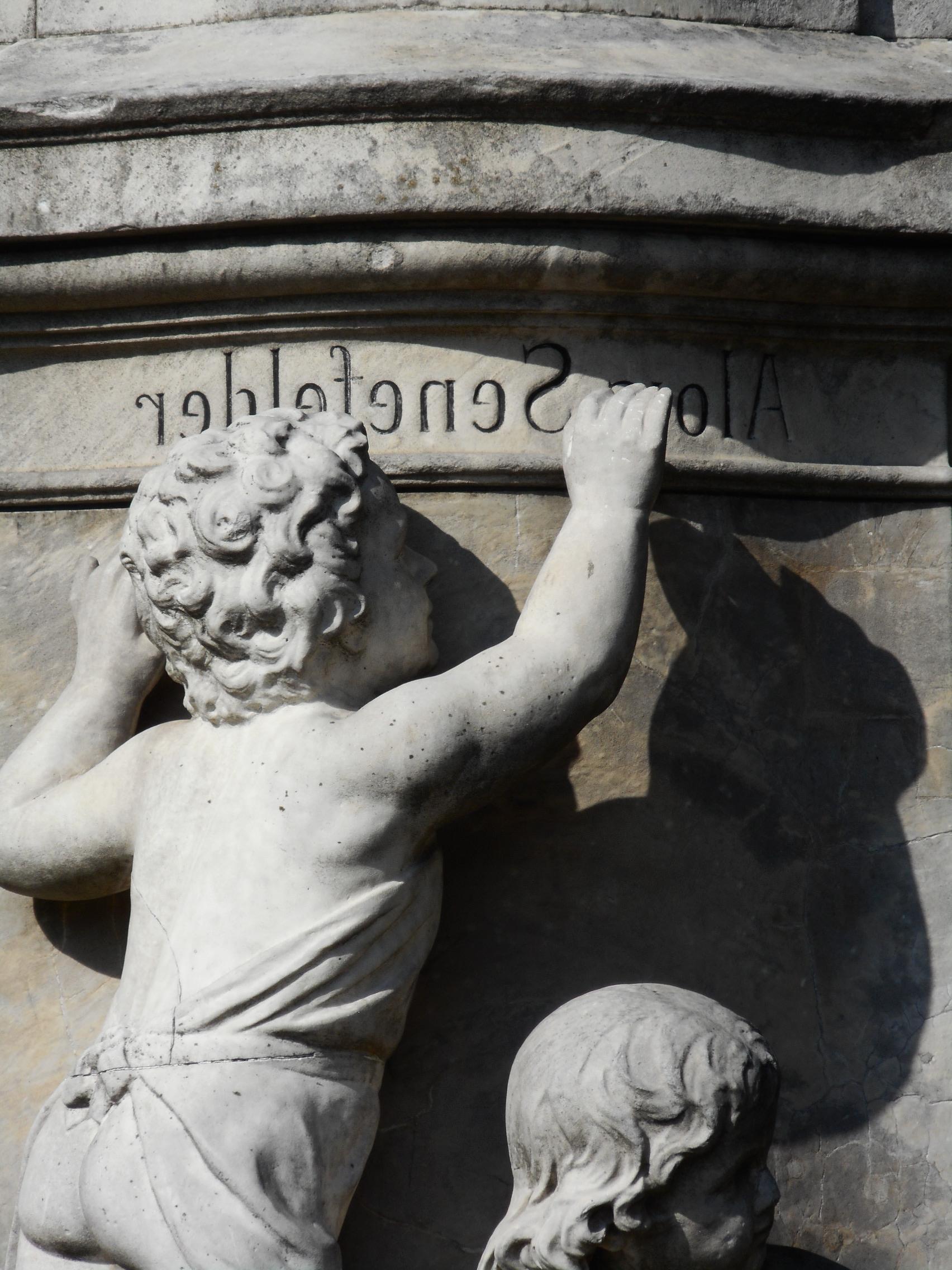 alois-senefelder-statue-1