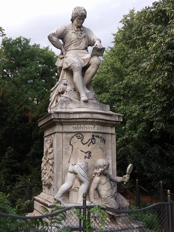 alois-senefelder-statue-2