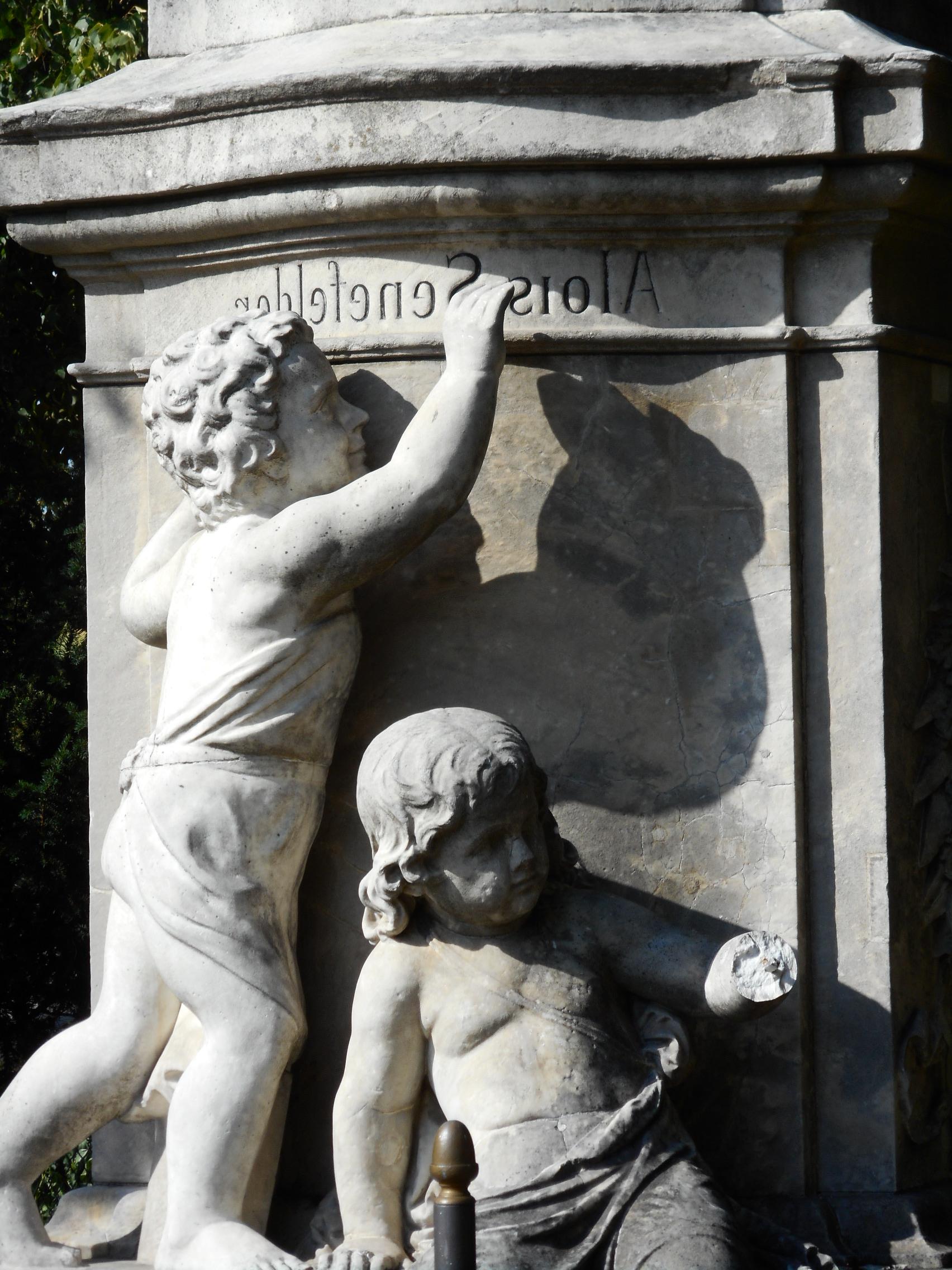 alois-senefelder-statue-kids