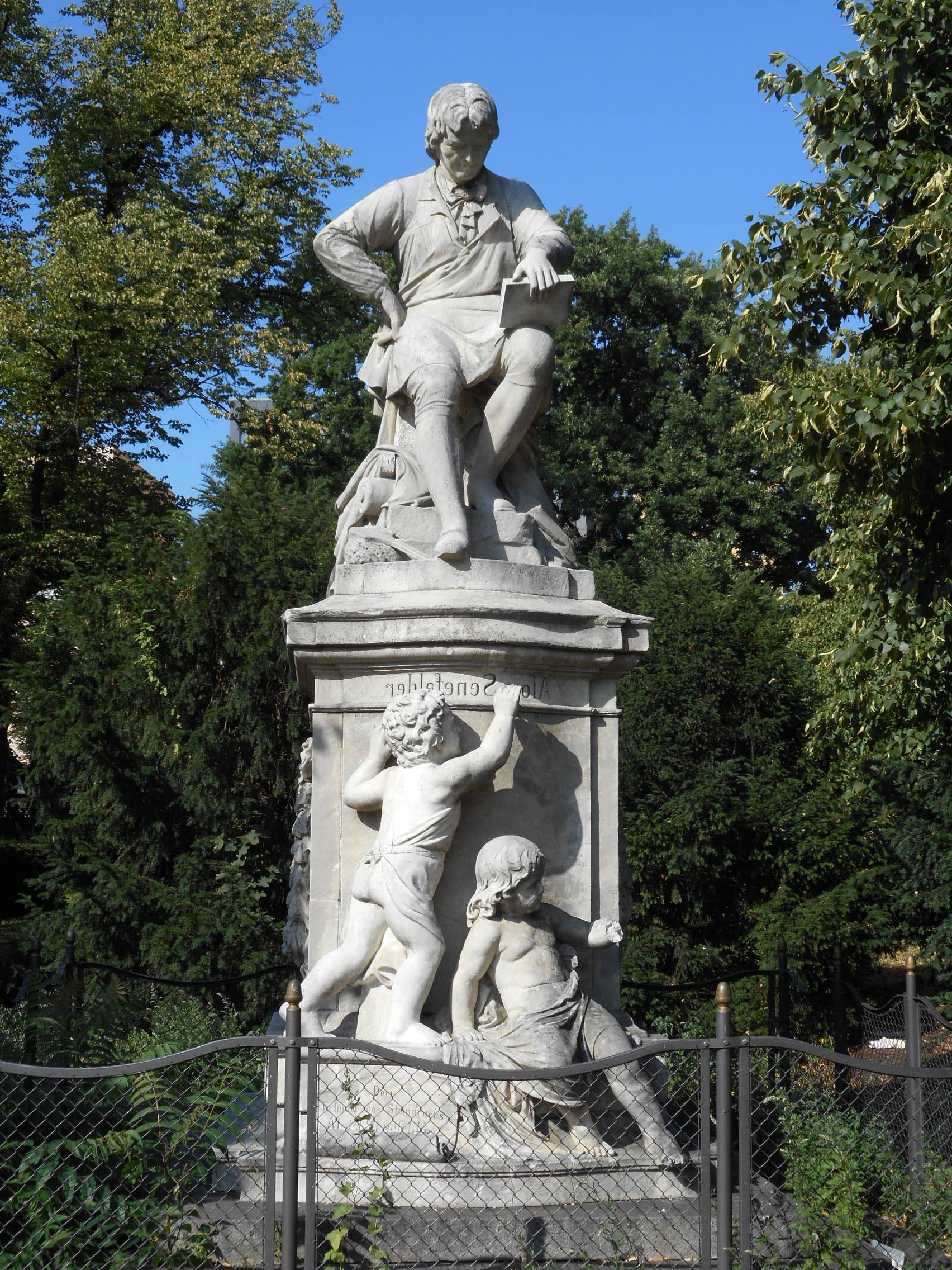 alois-senefelder-statue-whole
