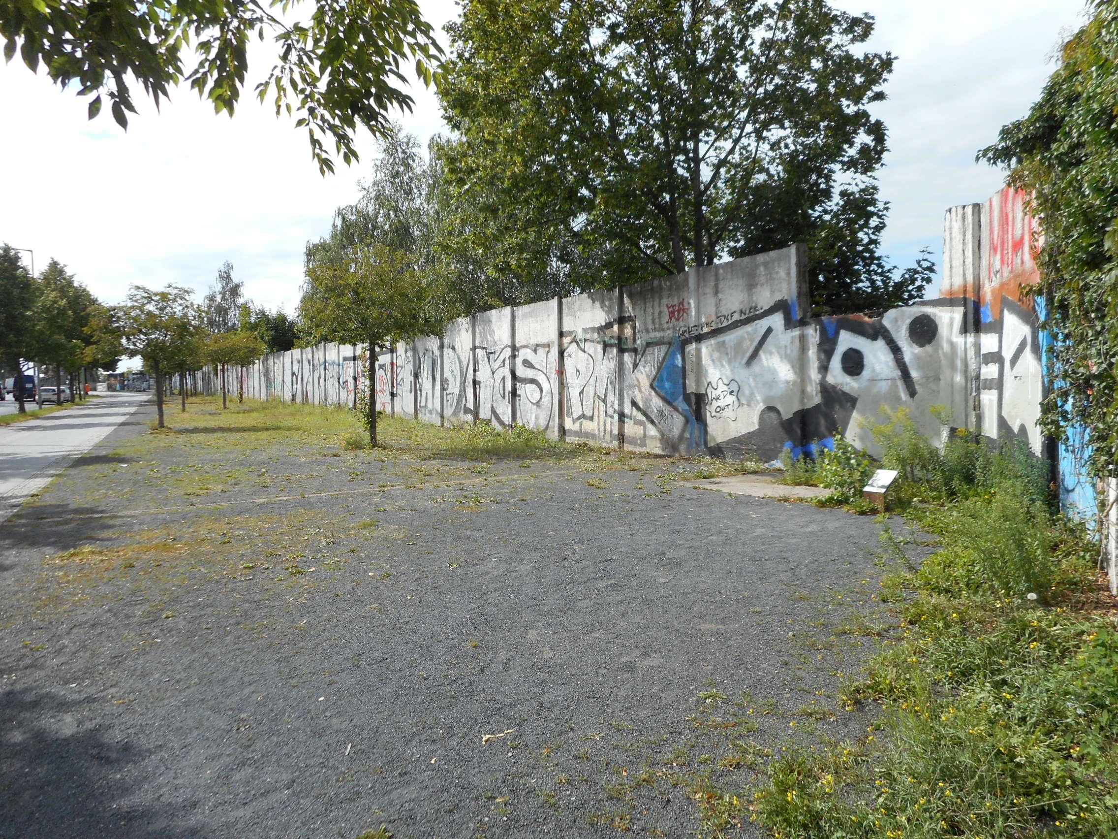 platz-des-9-november-1989-today-wall