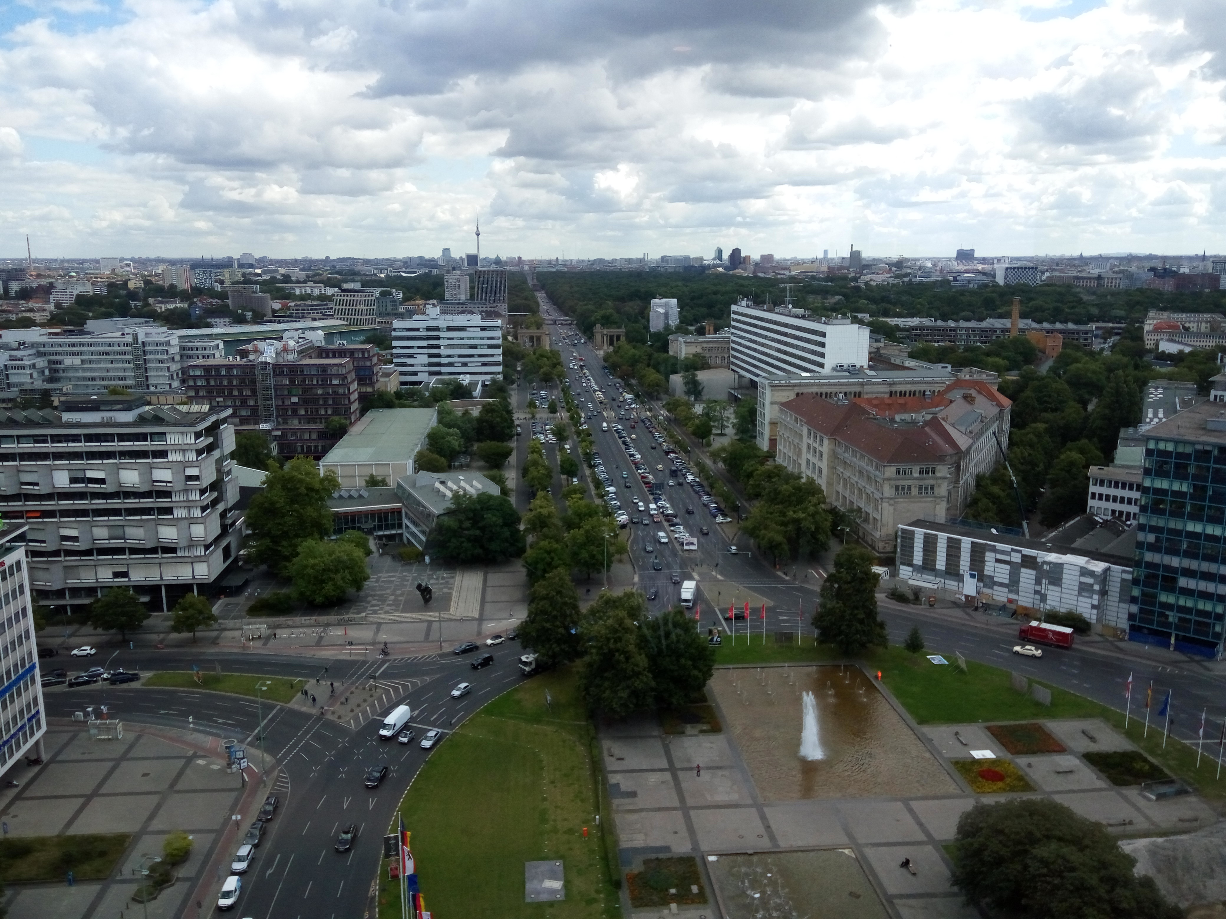 skyline-cafeteria-berlin-view2