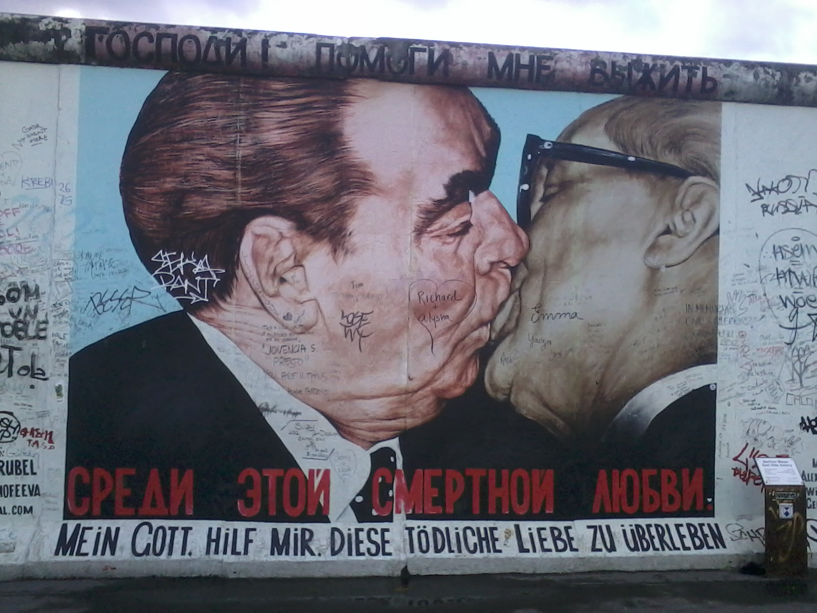 breznief-kiss-east-side-gallery