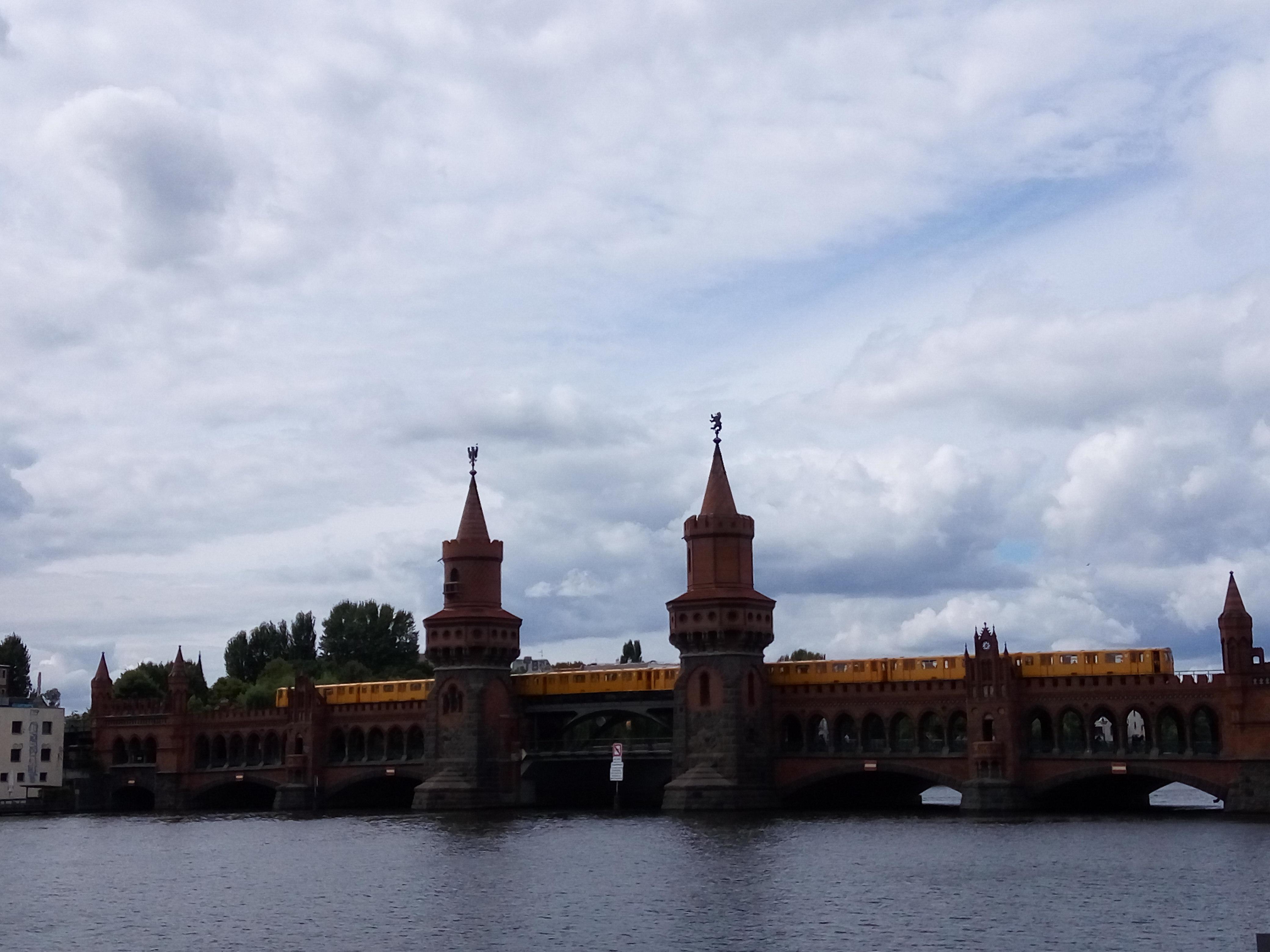 oberbaumbrucke-train-berlin